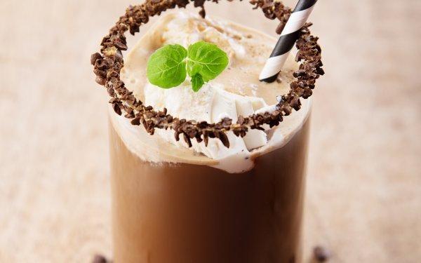 Iskaffe med DUGG Yoghurtis sjokolade