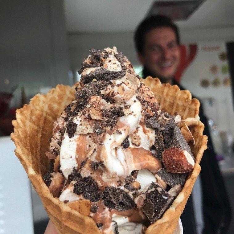 Suksess med Hennig-Olsen iskrem i Lysefjorden